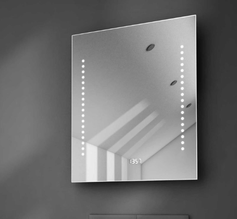 50 cm brede spiegel met witte klok, spiegelverwarming en verlichting