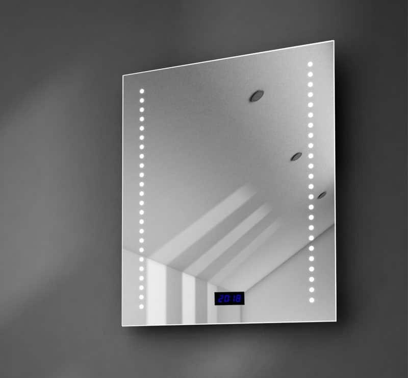 50 cm brede spiegel met digitale klok en verwarming