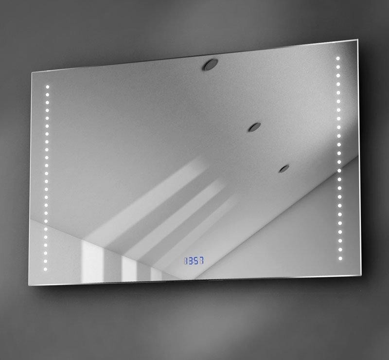 90 cm brede spiegel met oa een digitale klok met blauwe cijfers