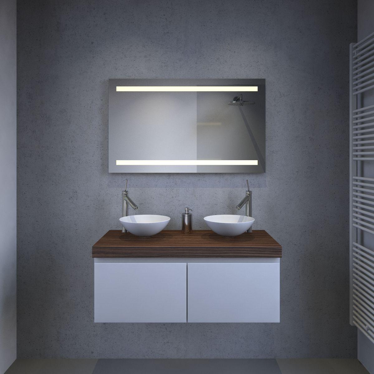 Badkamerspiegel met led verlichting spiegelverwarming en Badkamerspiegel met led verlichting en verwarming