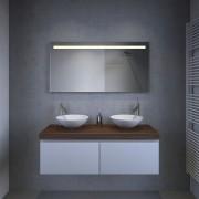 Designer badkamer spiegel met een strakke uitstraling