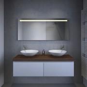Deze spiegel is 140 cm breed, 60 cm hoog en slechts 3 cm diep