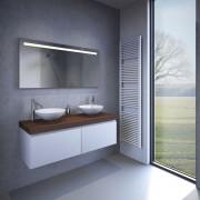 Badkamer spiegel met een degelijk aluminium frame aan de achterzijde