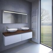 De spiegel is voorzien van spiegelverwarming ter voorkoming van een beslagen spiegel