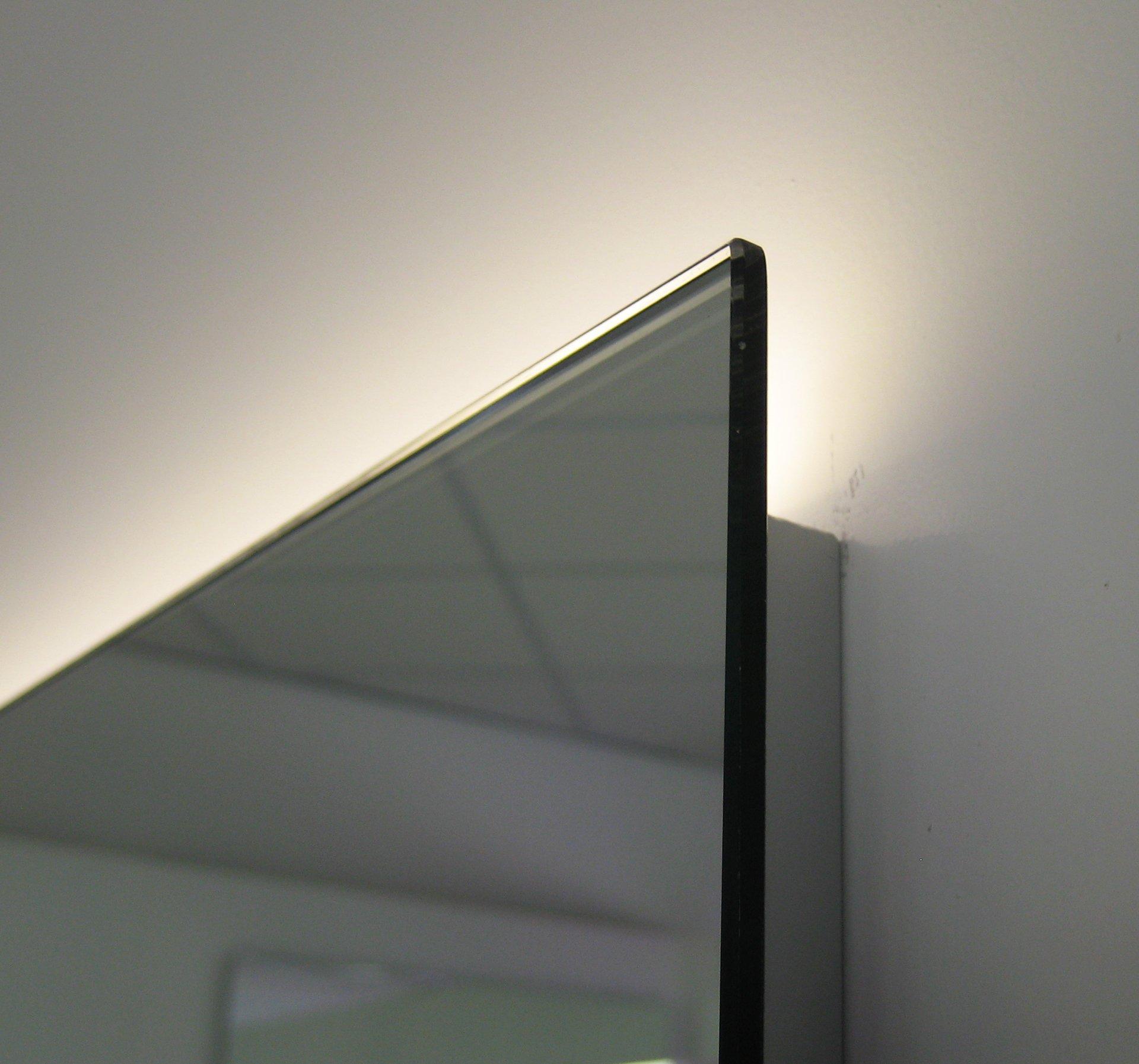 Design badkamer spiegel met indirect strijklicht en ...