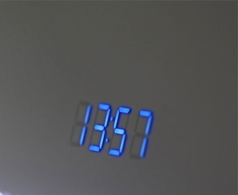 Spiegel Met Klok : Wandklok digitaal. cheap klok en aantal digitale getallen platte