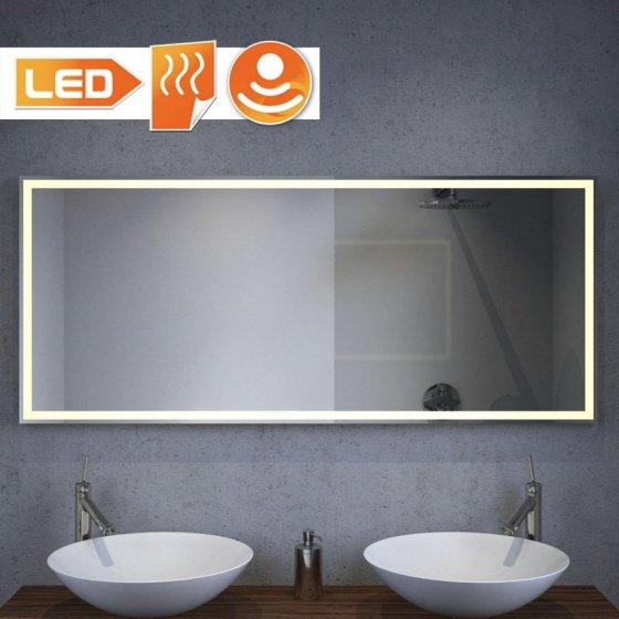 Badkamerspiegel met warm witte LED verlichting rondom, goede lichtopbrengst!