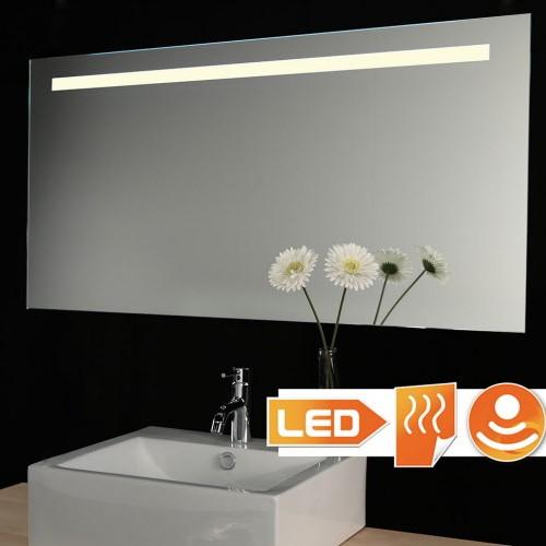 Badkamer spiegel met stopcontact verlichting en spiegel for Verlichting spiegel badkamer