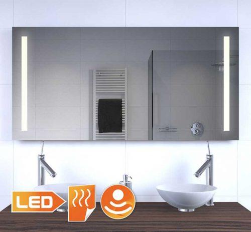 Deze 120 cm brede spiegel heeft links en rechts warm witte LED verlichting, erg praktisch!