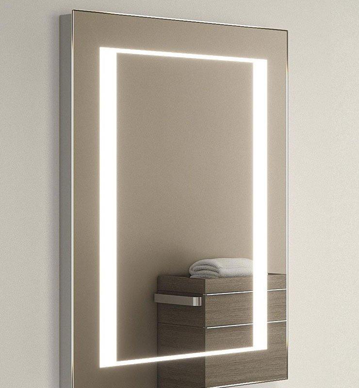 Verwamde badkamer spiegel met stopcontact aan de onderzijde