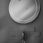 Deze ronde badkamerspiegel is standaard voorzien van verlichting en verwarming