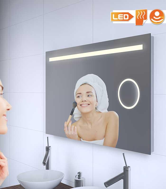 Stijlvolle badkamerspiegel met ingebouwd vergrotingsdeel