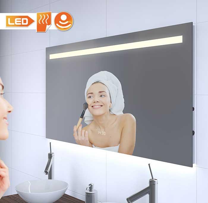 Deze 120 cm brede spiegel heeft de ideale verlichting voor make-up of bij het scheren