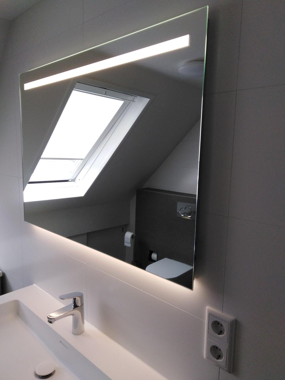 Spiegel met Led verlichting witte badkamer