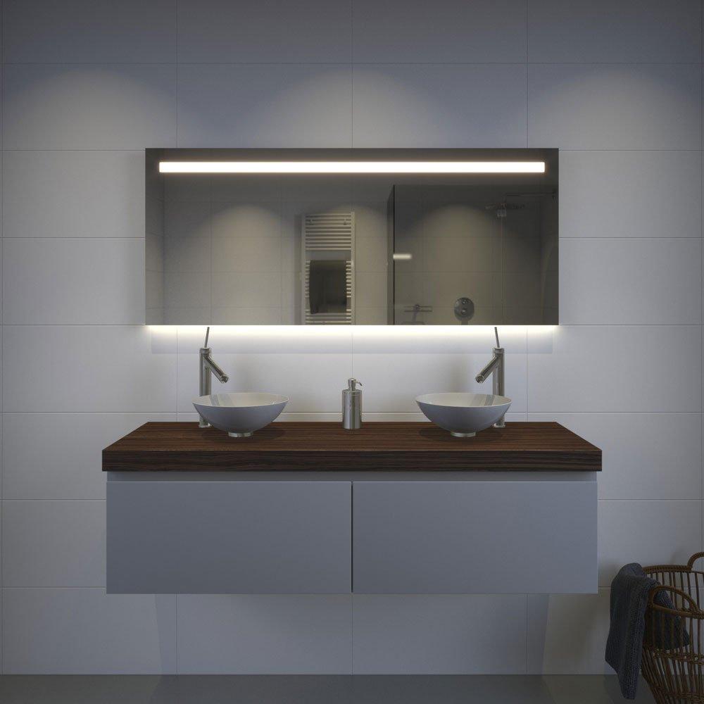 Brede badkamerspiegel met hi power led verlichting Badkamerspiegel met led verlichting en verwarming