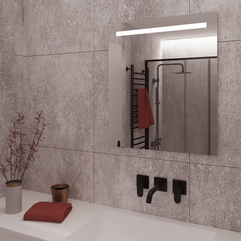 De spiegel is aan de achterzijde voorzien van een degelijk en luxe afgewerkt aluminium frame met geïntegreerde ophanggaten