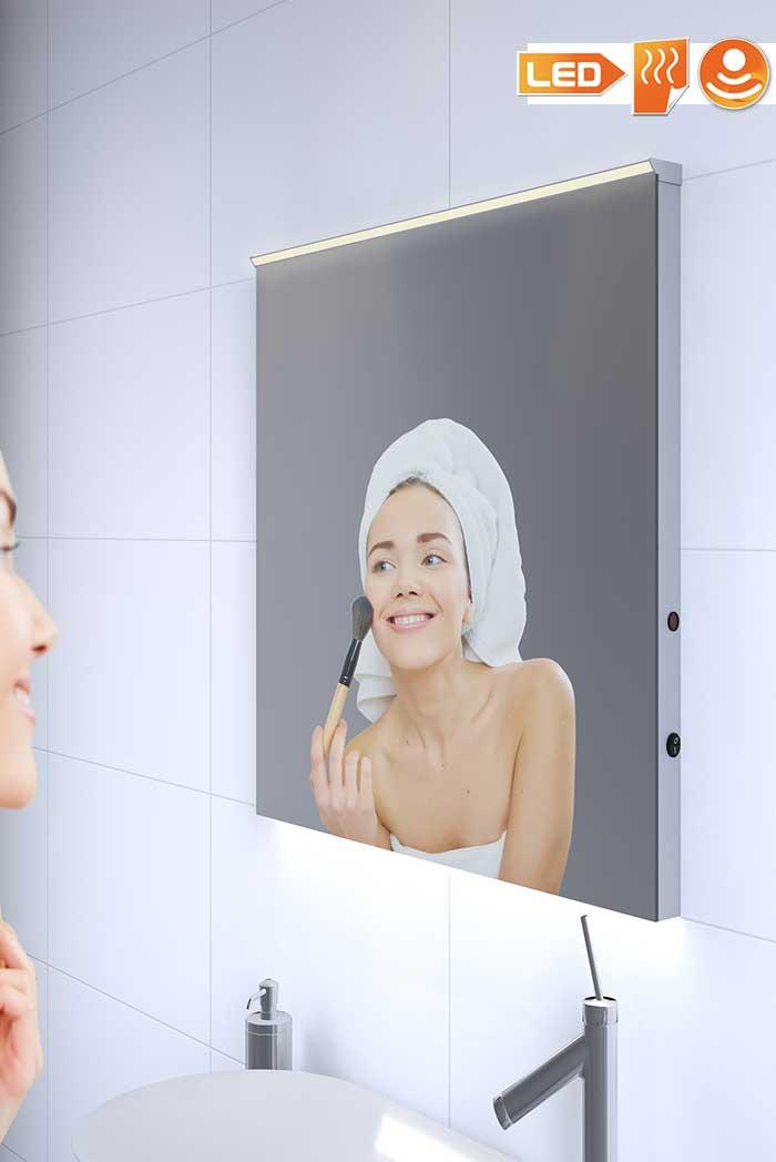 60 cm brede spiegel met strakke verlichting, verwarmd