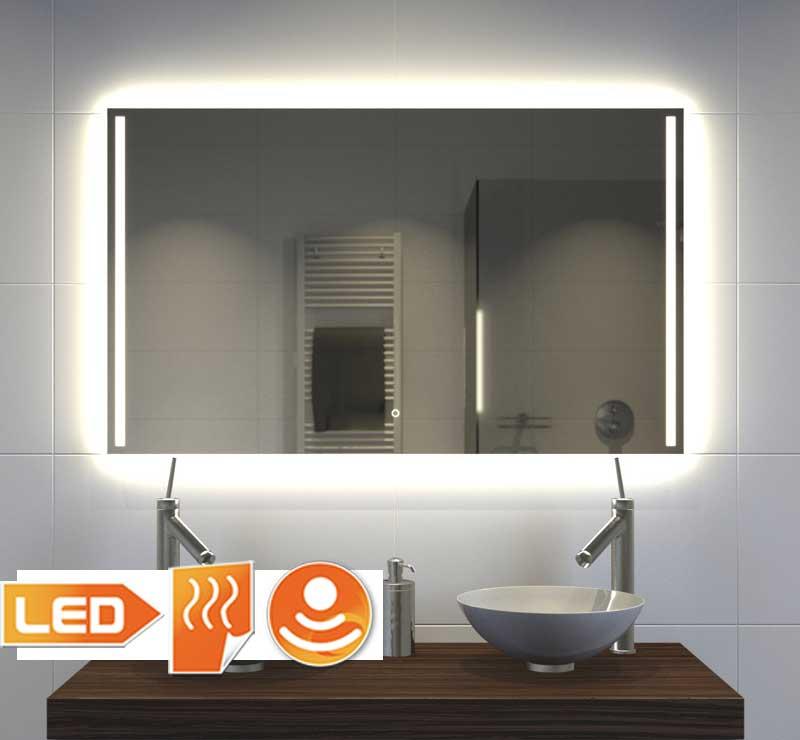 Moderne badkamerspiegel met veel verlichting verwarming en touch ...