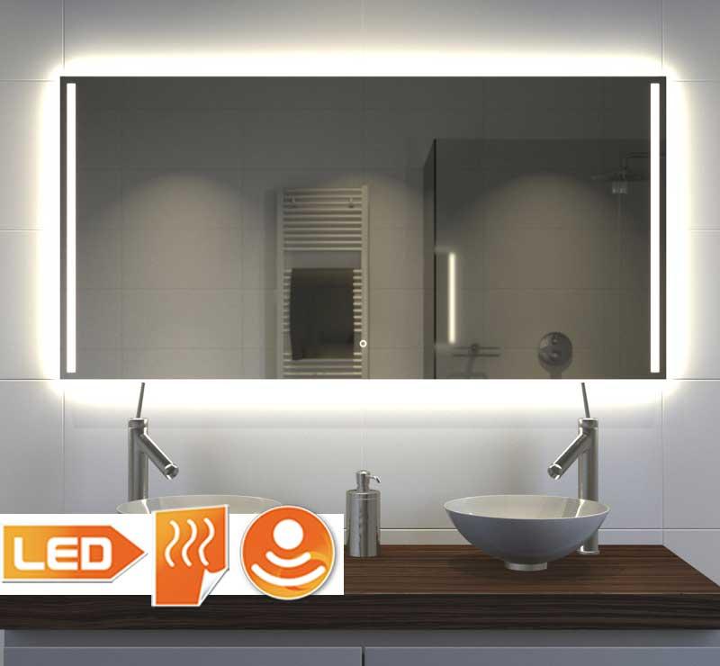 Stijlvolle badkamerspiegel met praktische verlichting links en rechts + sfeervolle verlichting rondom over de wand