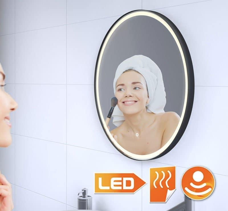 Badkamer spiegel met fraai afgewerkt mat zwart frame