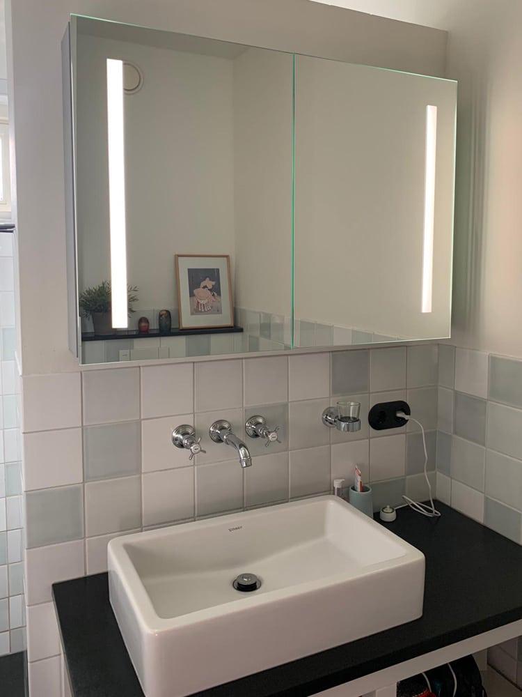 Spiegelkast met 2 deuren en ingebouwde led verlichting