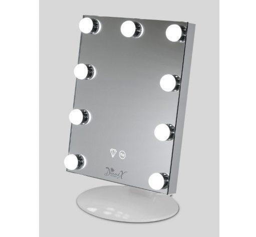 De spiegel is 28 cm breed en 35 cm hoog