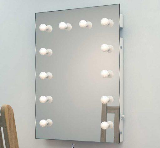 Deze visagie spiegel is dankzij z'n formaat erg praktisch in het gebruik