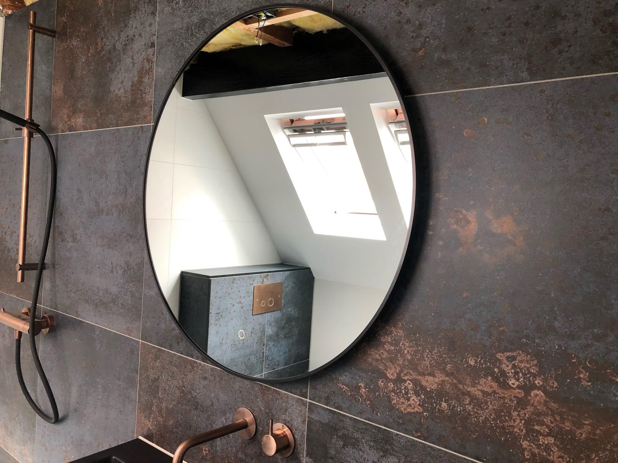 Ronde zwarte spiegel